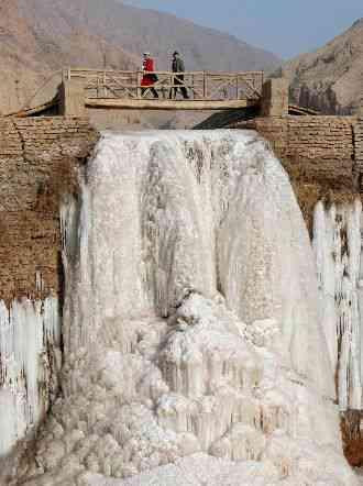 Catarata helada en china