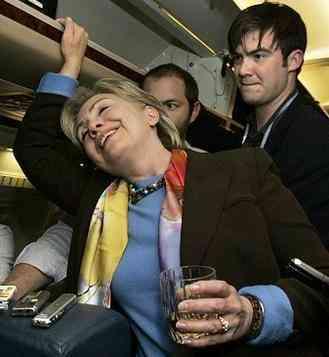 Hillary borracha