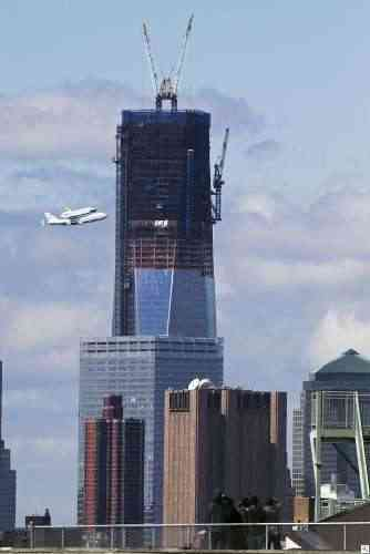 imagesshuttle over NYC thumb
