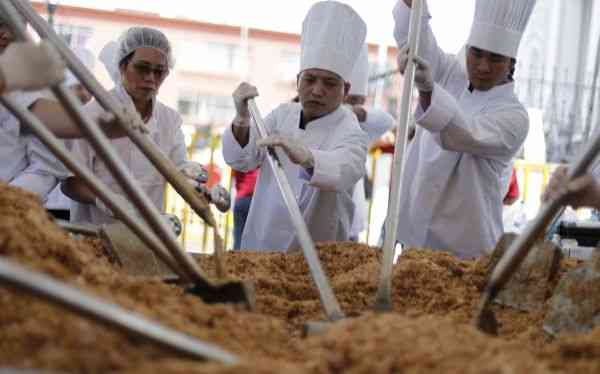 "Chefs cook the ""world's largest Cantonese fried rice"" during Chinese Lunar New Year celebrations in Chinatown in San Jose"