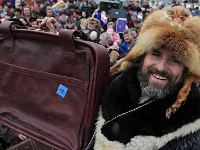 CZECH-GUINNESS-RECORD-SUITCASES-OFFBEAT