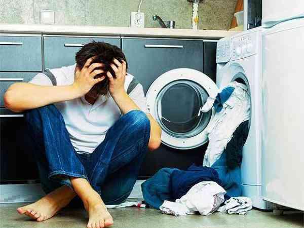 Hombre atrapado lavadora